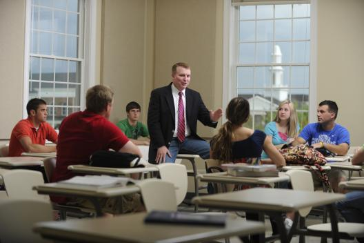 Professor teaching college students in a University of the Cumberlands classroom.