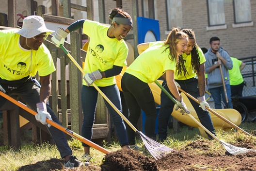 Students serve in the Williamsburg community